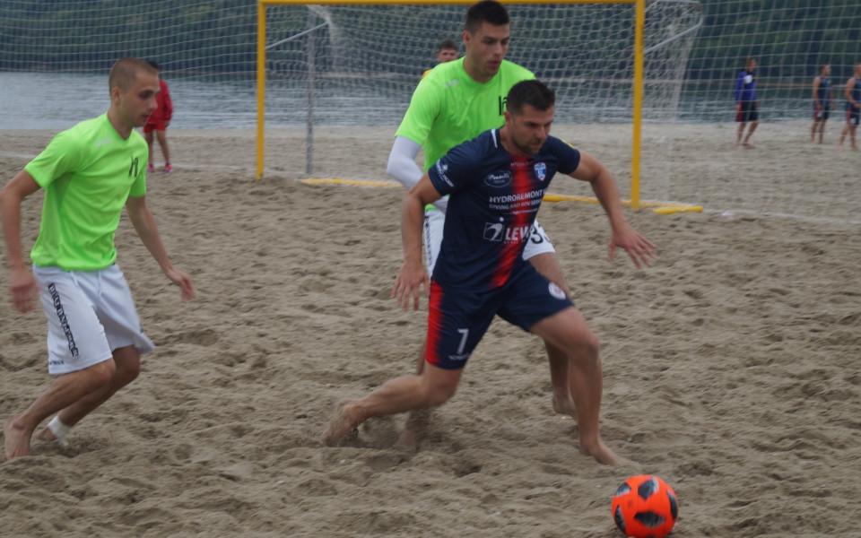 Руснаци и румънци спорят за трофея по плажен футбол във Варна