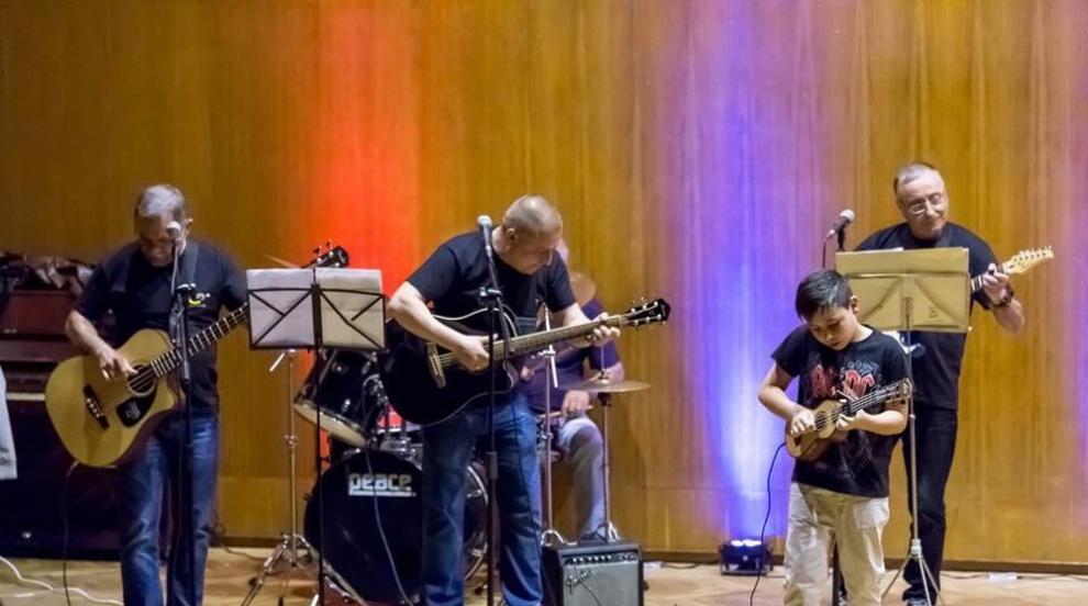 """Рок версия на """"Шушана"""" изсвири най-странната група, за която сте чували..."""