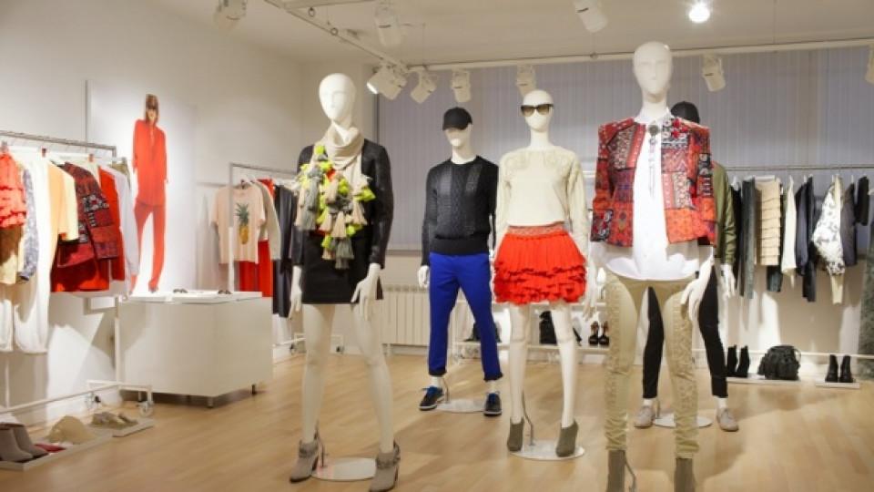 """В шоурума на """"H&M"""" в София най-напред бяха показани последните предложения на скандинавския бранд за топлите месеци на следващата година"""