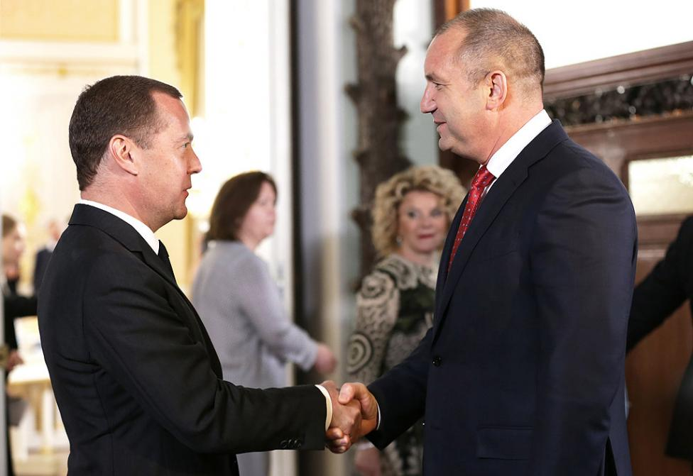 - В Москва президентът Радев разговаря с министър-председателя на Руската федерация Дмитрий Медведев. По-късно през деня в Большой театър президентът...