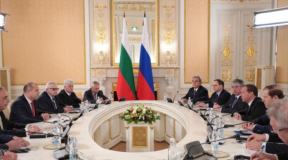 Румен Радев в Москва: Срещата с Медведев е пробив
