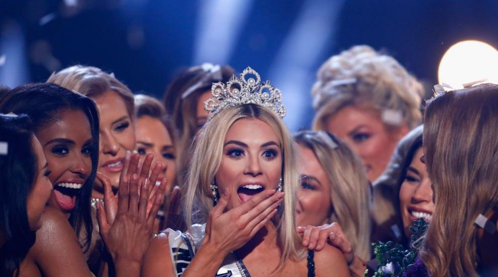 Блондинка с диплома от Християнски университет е новата Мис САЩ (СНИМКИ)