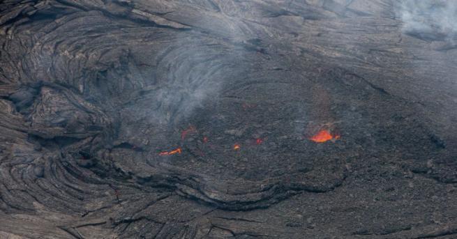 Разтопена лава от изригналия вулкан Килауеа на остров Хавай от