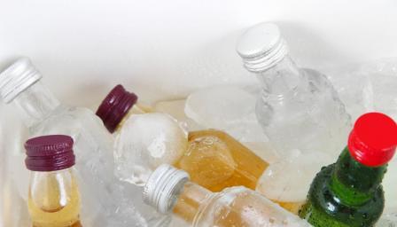 Ето защо държим водката в хладилника, но не и уискито (ВИДЕО)
