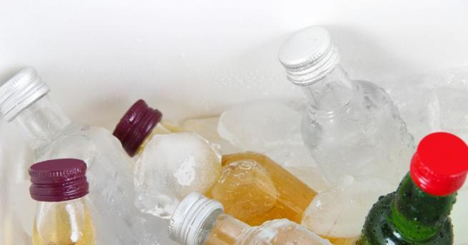 Повечето хора задължително държат бутилката с водка в хладилника. Това