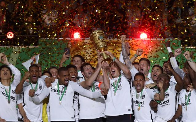 Финал на Германия, великият Олимпийски стадион в Берлин, големият местен