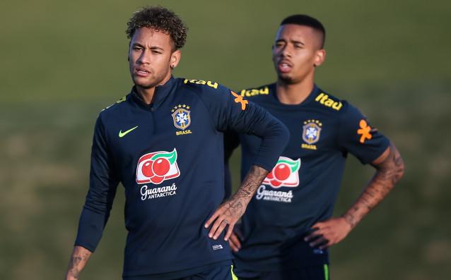 Бразилската звезда Неймар поднови тренировки с националния отбор на страната