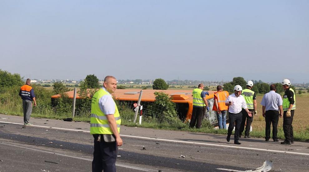 Повдигнаха обвинение на шофьора на ТИР-а, ударил автобус