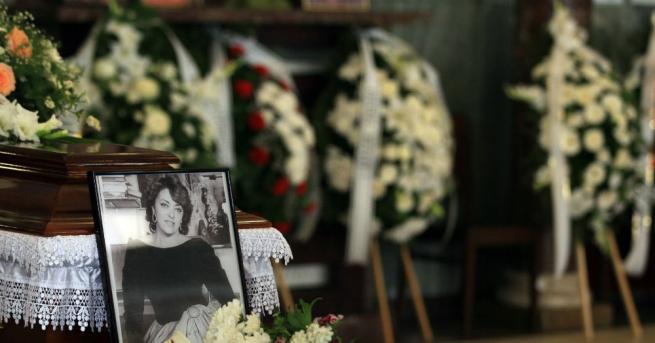 Приятели и почитатели се сбогуваха с Христина АнгелаковаКолеги, приятели и