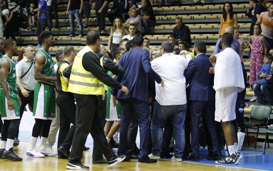 Прекратиха Левски Лукойл - Балкан, доиграват в четвъртък без публика