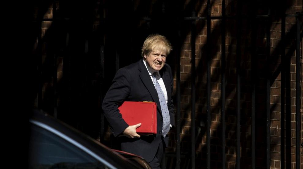 Британски министър стана жертва на руски телефонни шегаджии