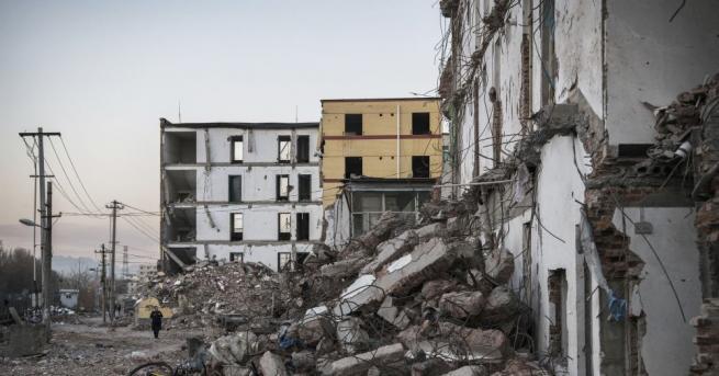 Снимка: 100-годишна сграда се срути в Аржентина и уби трима