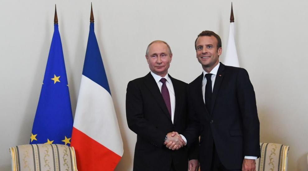 Путин посрещна Макрон в дворец край Санкт Петербург (ВИДЕО/СНИМКИ)