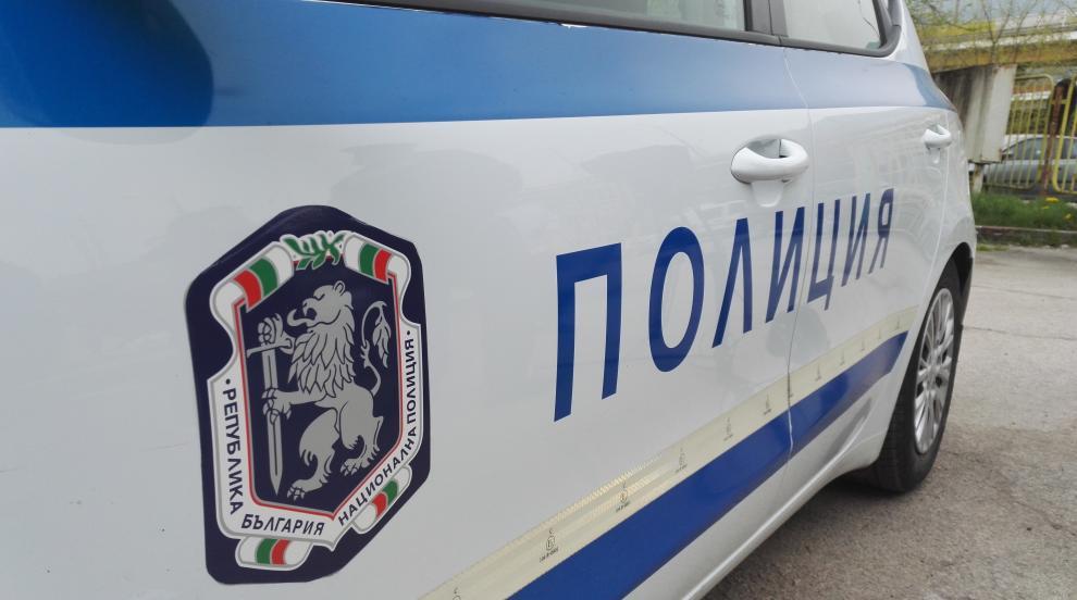 Кола помете трима младежи на тротоар в Петрич