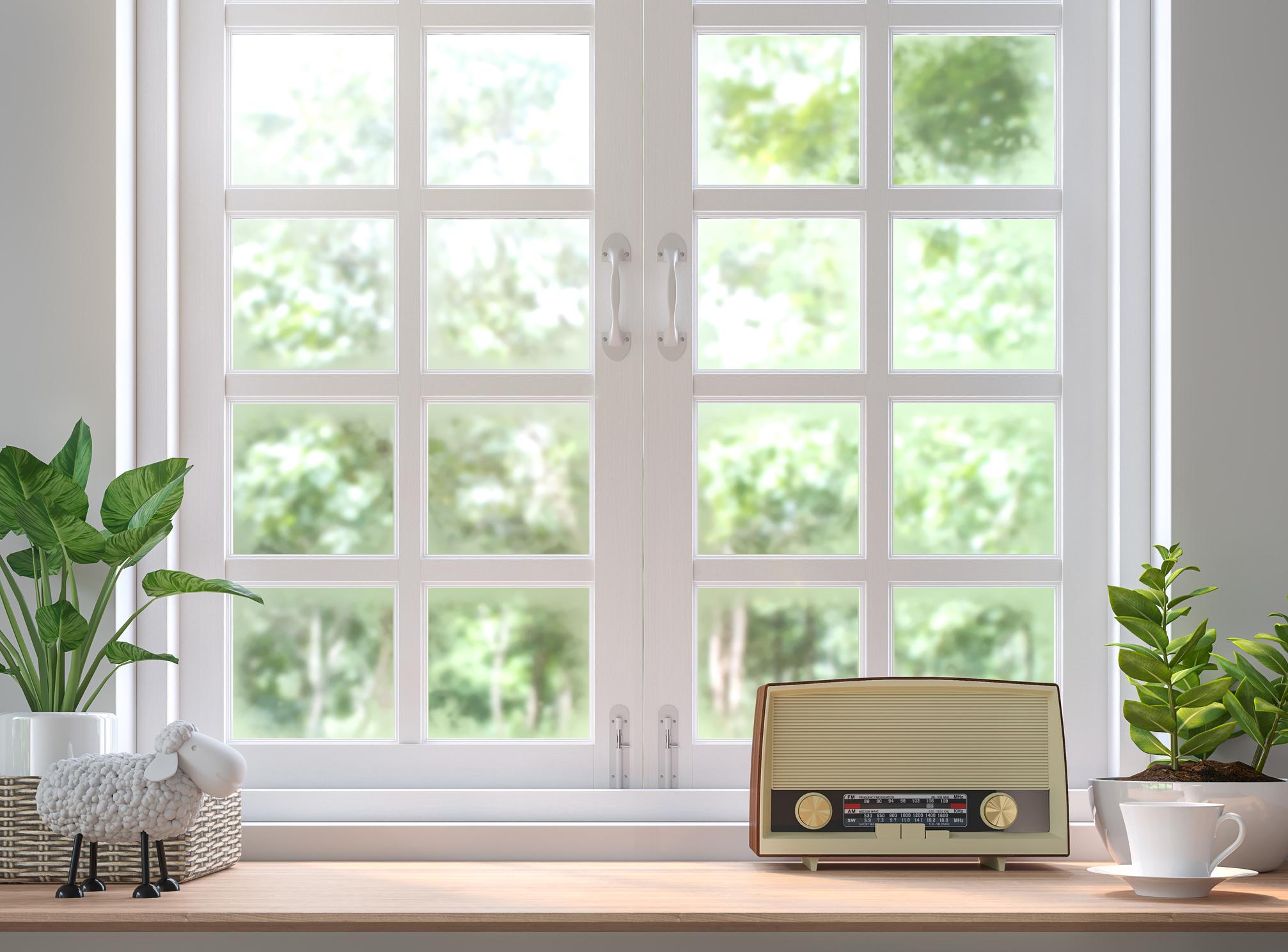 Подсигурете си музика в спалнята. Тя създава по-приятна атмосфера, за разлика от телевизията, която по-скоро може да ви разсейва.