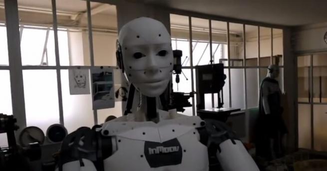 Френски скулптор изведе майсторенето на ново ниво, като разработи робот