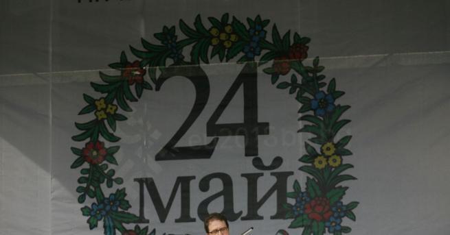 Информационните табла, поставени в Градската градина в София пред Народния