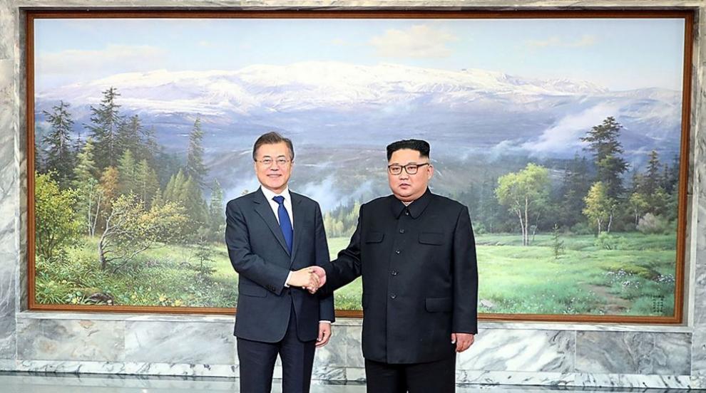 Лидерите на Северна и Южна Корея се срещнаха отново (СНИМКИ/ВИДЕО)