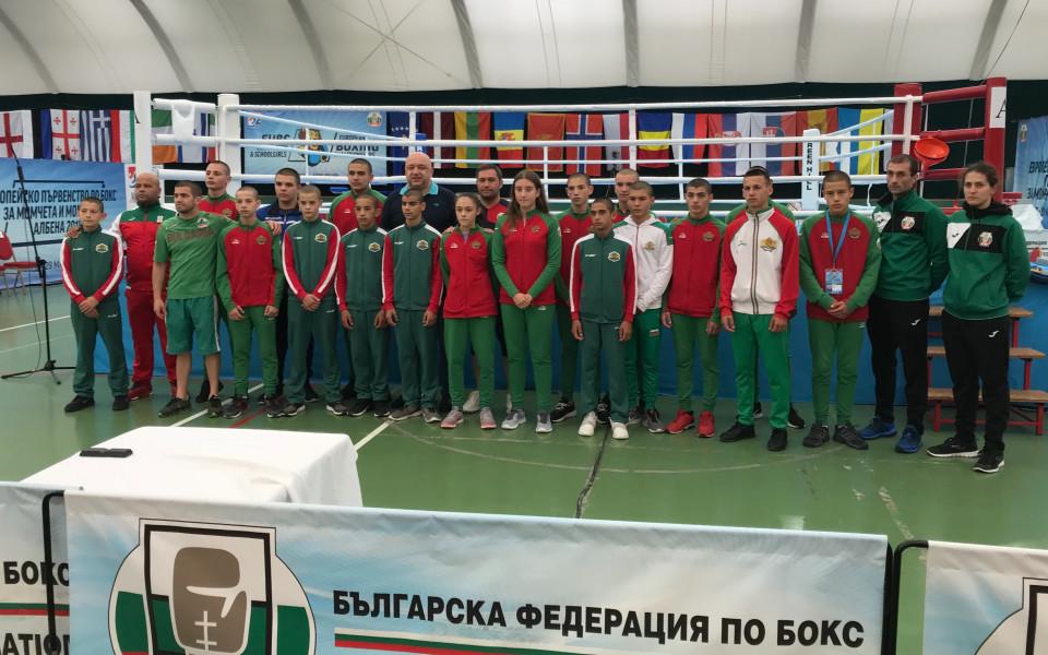 Министър Кралев посети националите по бокс за момчета и момичета