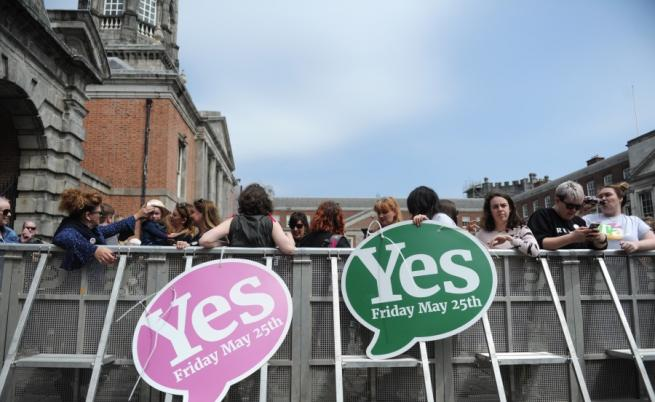 Исторически референдум в Ирландия разреши абортите