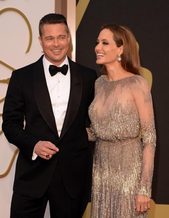 - Брад Пит е на 50 г., когато през 2014 г. се жени за Анджелина Джоли. За съжаление, двамата се разделиха две години по-късно.
