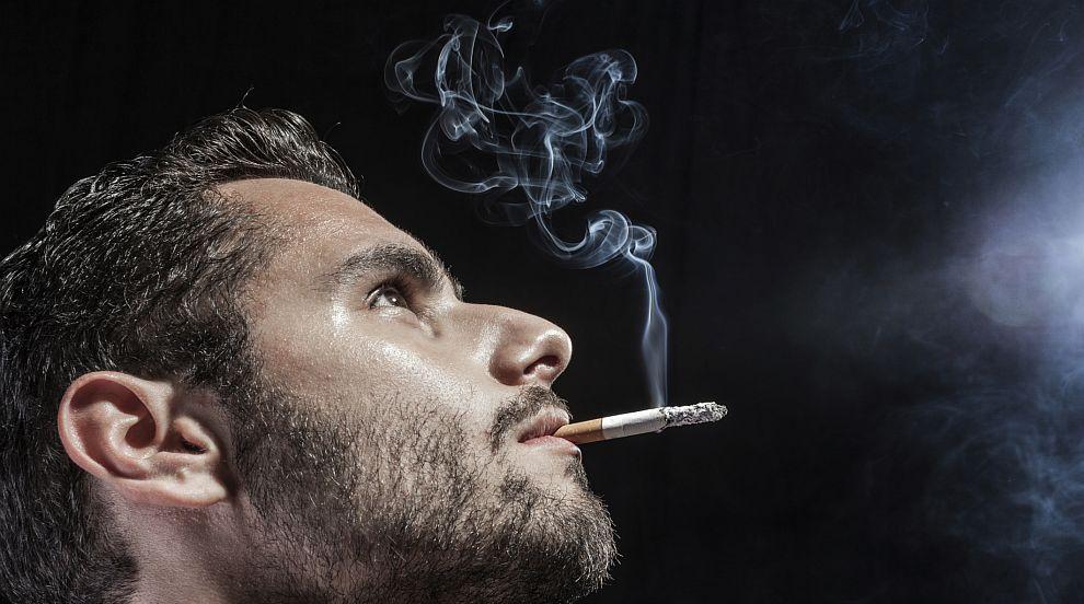 Гърция забранява цигарите на открити обществени места, където има деца