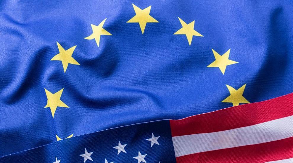 Воислав Шешел запали знамената на ЕС, САЩ и НАТО в центъра на Белград