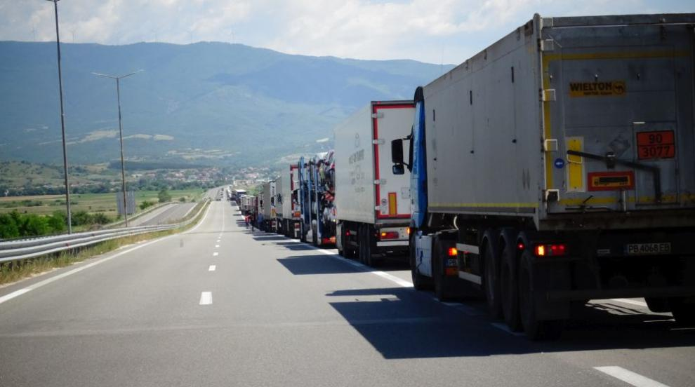 Опашки от тирове на граничните пунктове с Турция и Румъния