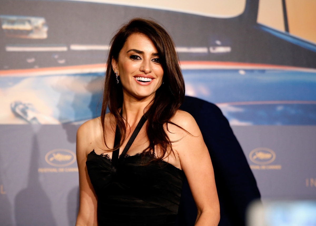 Пенелопе Крус. Опитайте се да не я обожавате. Да, на практика е невъзможно. Една от най-сексапилните актриси на нашето време.