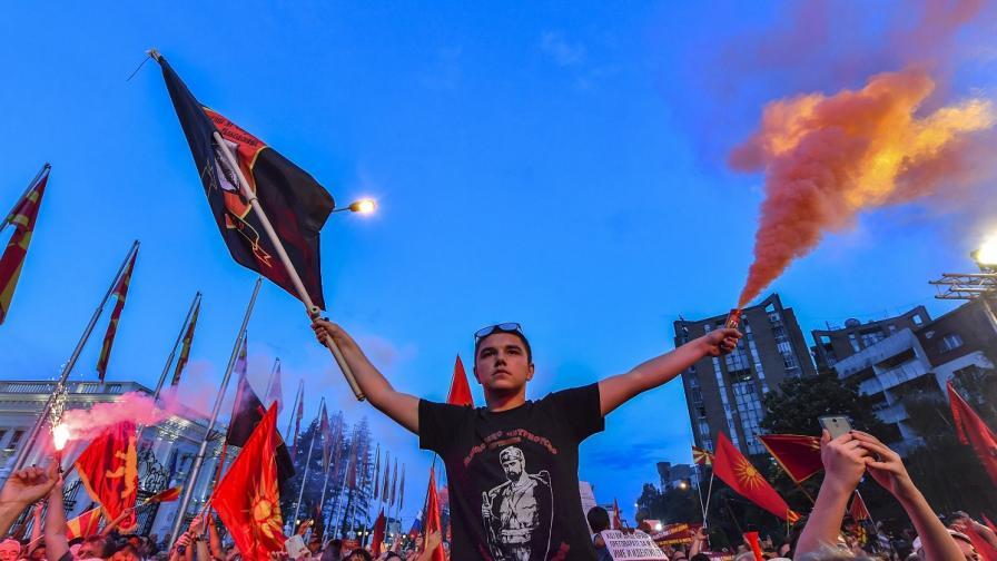 Хиляди македонци поискаха предсрочни избори с протест