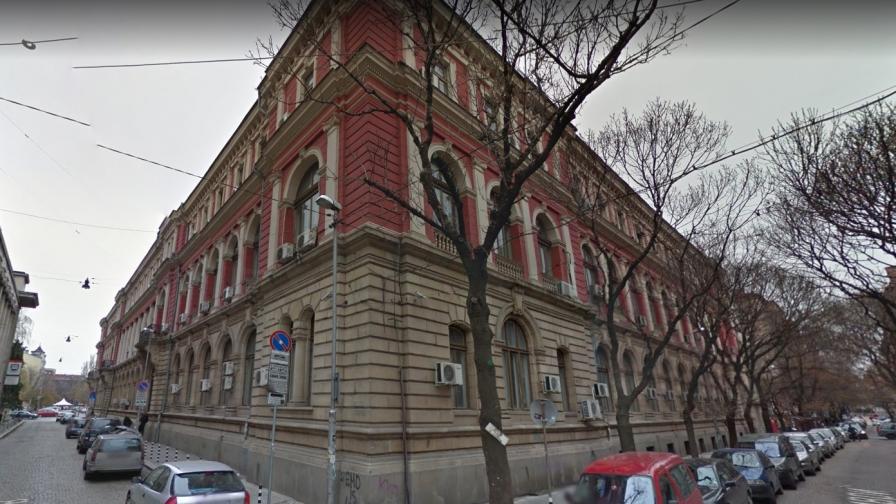 Продават половин историческа сграда в центъра на София заради дълг на БДЖ