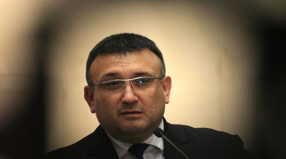 Министър Маринов призова протестиращите да спазват закона