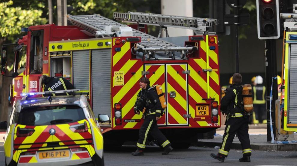 Десетки пожарникари се борят с пожар в Северен Лондон (ВИДЕО)