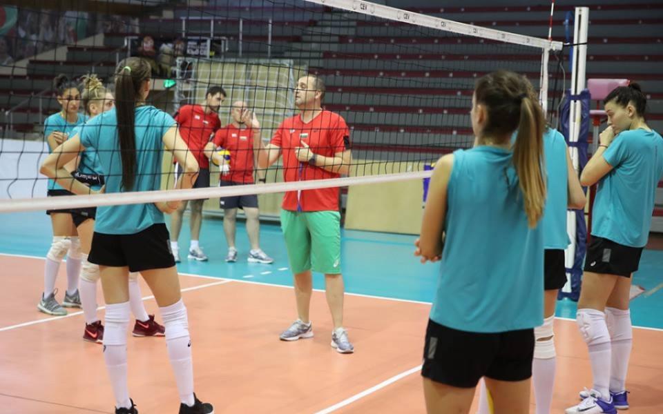 Националките по волейбол с открита тренировка в
