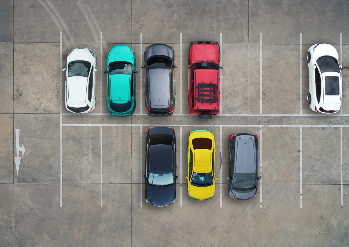 Природата не търпи празно пространство. Както и мозъкът ни. Изследване показва, че ние обичаме да паркираме до друга кола, дори когато между двете превозни средства има разстояние.