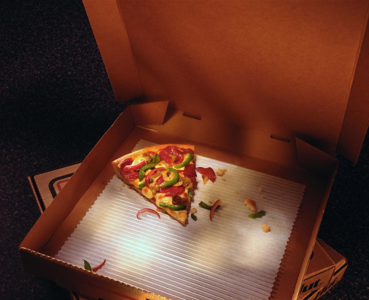 Защо никой не взима послетното парче пица. Или последния бонбон. Или солета? Обяснението е, че се включва инстинкт за йерархия и това кой е достойнят за последното парче. Ако не се срамувате да посегнете към него, може би сте родените лидери във вашето обкръжение.