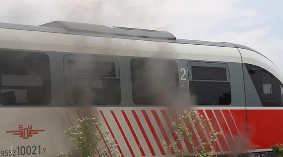 Влак се запали в движение, пътници ходиха по релсите над 3 километра