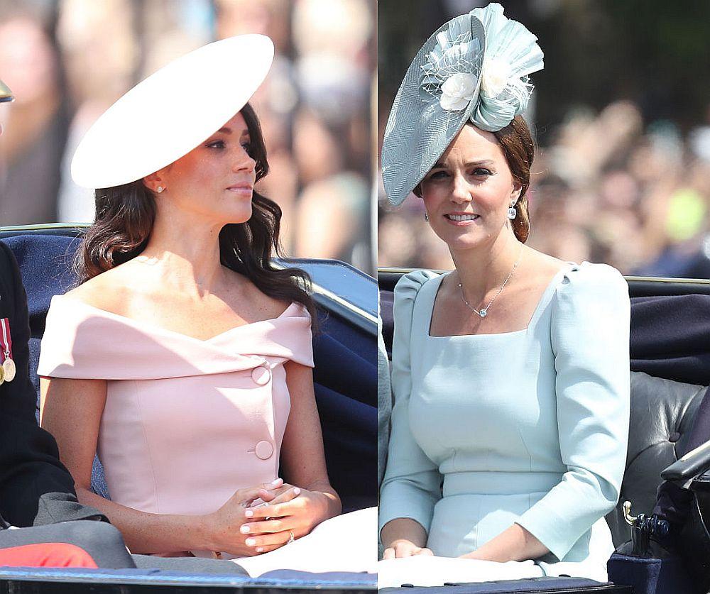 Любимките на  Великобритания  - херцогините Катрин и Меган, бяха избрали за честването на рождения ден на  кралица Елизабет Втора тоалети в нежни цветове. Кейт изглеждаше ослепително в небесно синя рокля на Александър Маккуин и елегантна шапка в същия цвят на Juliette Botterill. Херцогиня Меган сияеше в прелестна розова рокля на Каролина Херера, разкриваща красивите ѝ рамене.
