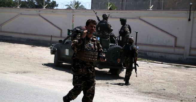 Най-малко 15 служители на афганистанските сили за сигурност бяха убити,