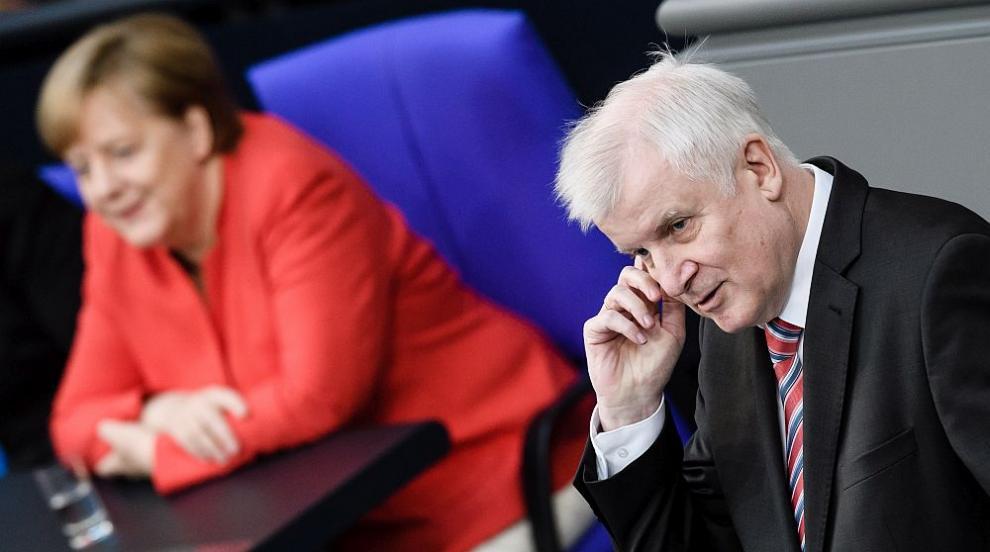 Германският вътрешен министър заявил, че не може повече да работи с Меркел?