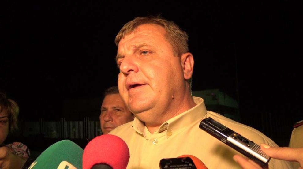 Модернизацията на Българската армия е закъснял процес, призна Каракачанов