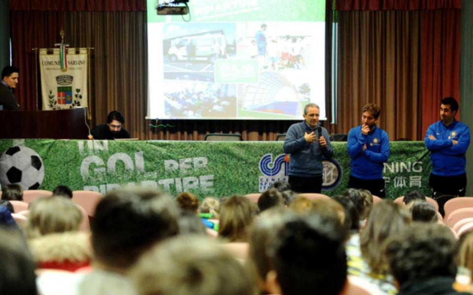 Треньорите от Академията на Интер с лекция пред българските си колеги
