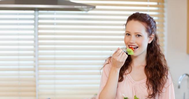 Зелената салата е свежа, вкусна, пълна с витамини и минерали.