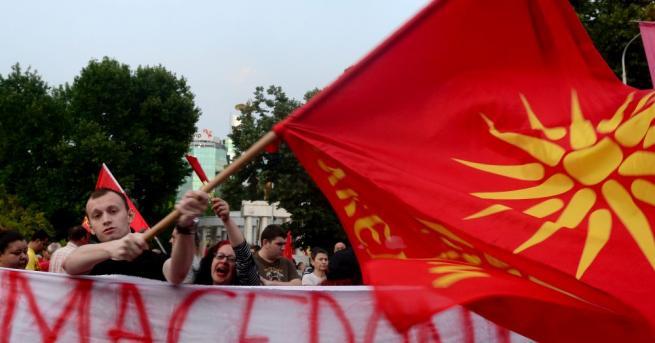 Гърци и македонци изразяват скептицизъм по въпроса за предложения компромис