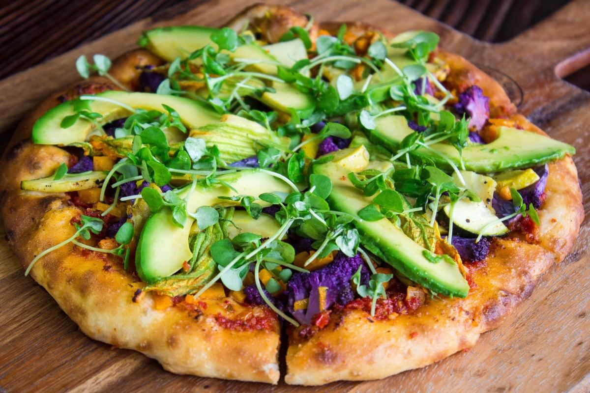 Някои готвачи казват, че често изпозват животинска мазнина за приготвянето на вегетарианската пица.