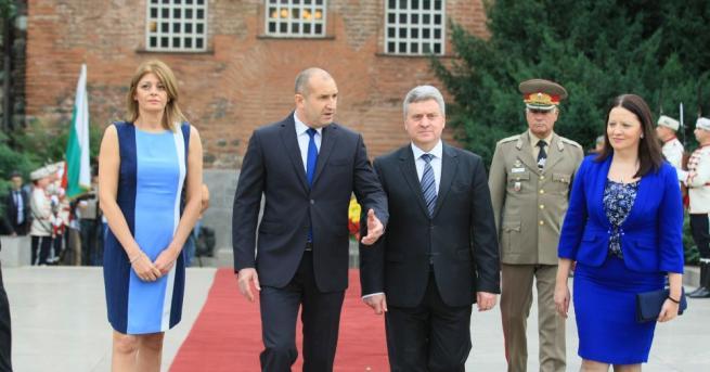 Президентът Румен Радев и съпругата му Десислава посрещнаха държавния глава