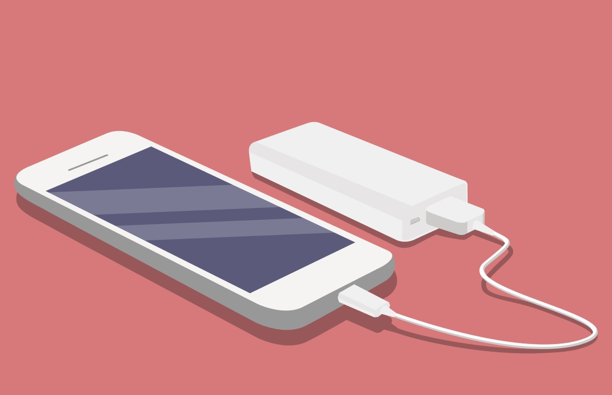 Не пропускайте да си вземете външна батерия, за да можете да зареждате телефона си, когато сте за дълго време навън.