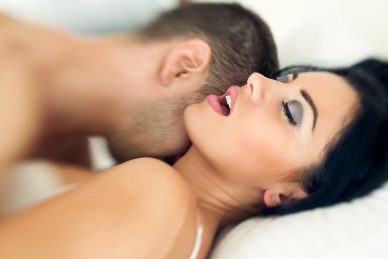 Говори с партньора си: напоследък си недоволна от качеството на сексуалния си живот; но не говориш за това с половинката си - как тогава очакваш той да разбере какво се върти в ума ти; постави си за цел през повече и по-открито да говориш за секс предпочитанията си с твоя човек; така сексът ще стане много по-вълнуващ, отдаден и качествен.