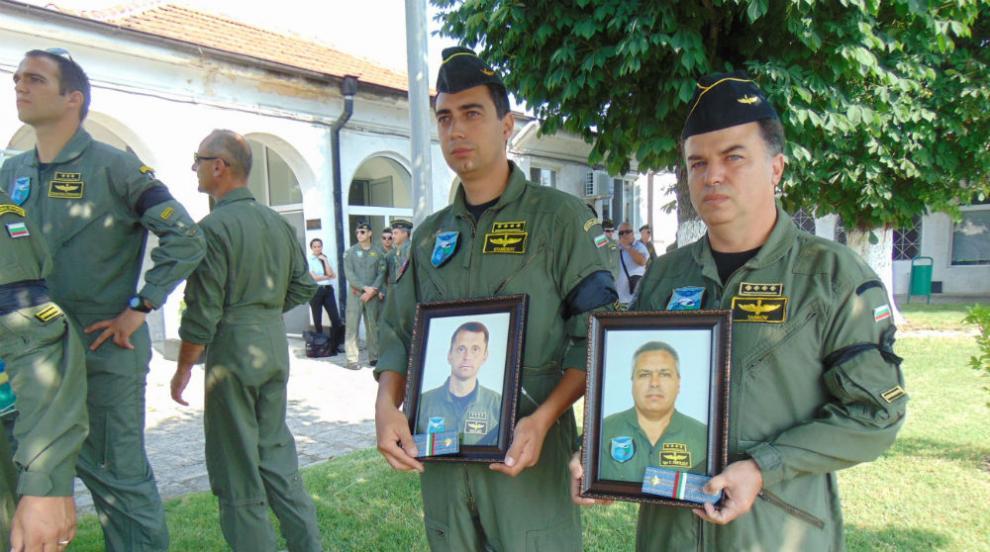 Близки, колеги и приятели се сбогуваха с пилотите на катастрофиралия Ми-17