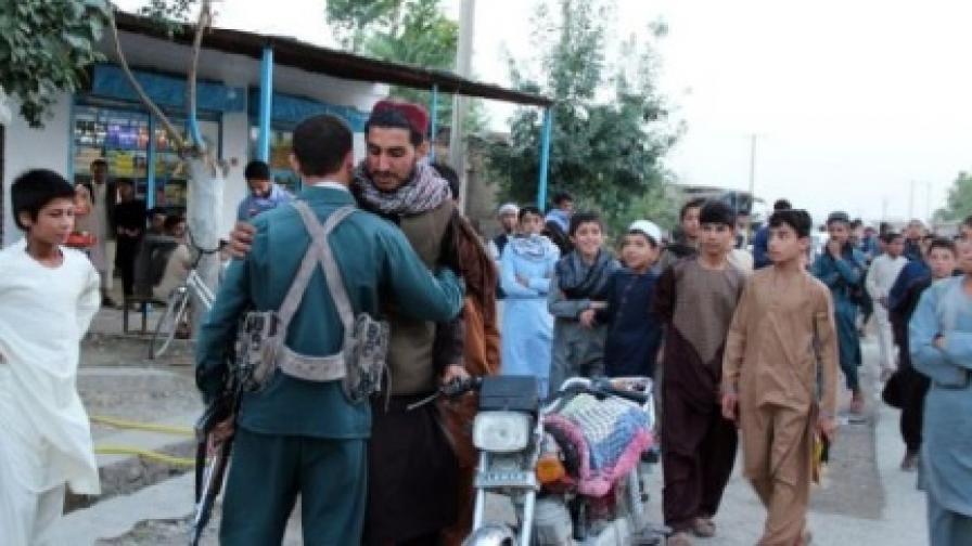 Атентатор уби 20 души по време на примирието между правителството и талибаните в Афганистан